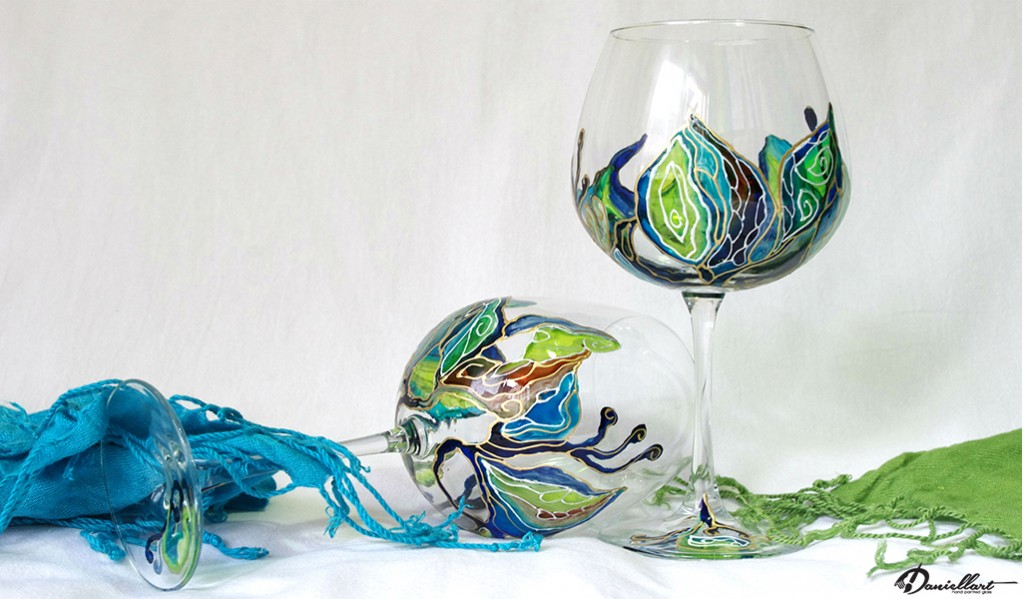 Ръчно рисувани чаши за вино