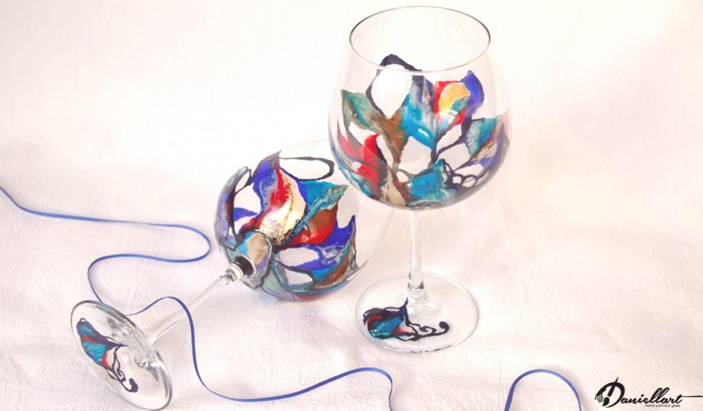 Ръчно рисувани чаши за червено вино, чудесен подарък по празничен повод